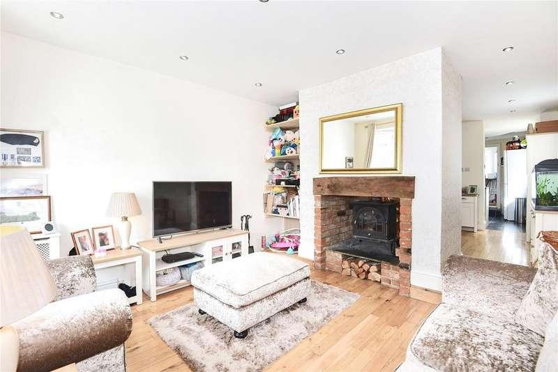 3 Bedrooms Detached House for sale in Basingstoke Road, Three Mile Cross, Reading, Berkshire, RG7