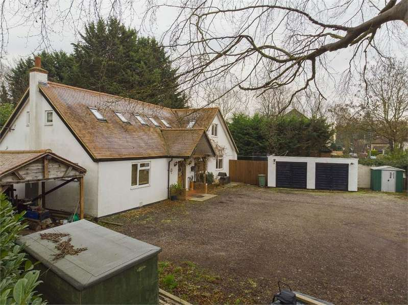 5 Bedrooms Detached House for sale in Stanwell Road, Horton, Berkshire