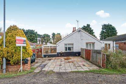 2 Bedrooms Bungalow for sale in Sea Lane, Saltfleet, Louth, Lincolnshire