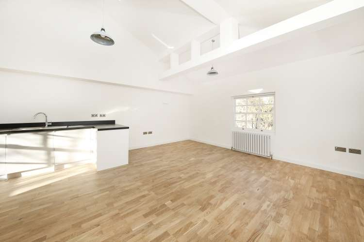 2 Bedrooms Flat for sale in New Cross Road New Cross SE14