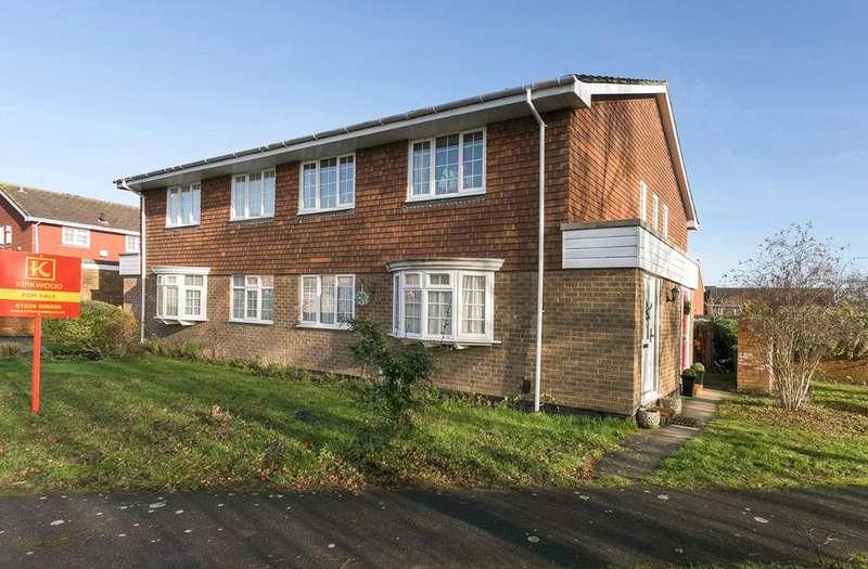 2 Bedrooms Maisonette Flat for sale in Ostler Gate, Cranbrook Drive area, nr Pinkneys Green National Trustlands, Maidenhead