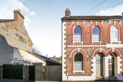 4 Bedrooms End Of Terrace House for sale in Victoria Street, Dunstable, Bedfordshire, England
