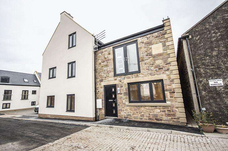 3 Bedrooms Terraced House for sale in Swinhoe House, South Street, Seahouses