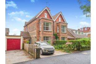 4 Bedrooms Semi Detached House for sale in Kings Barn Villas, Steyning, West Sussex