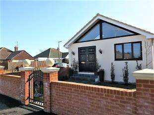 4 Bedrooms Bungalow for sale in Arundel Road, Peacehaven, East Sussex