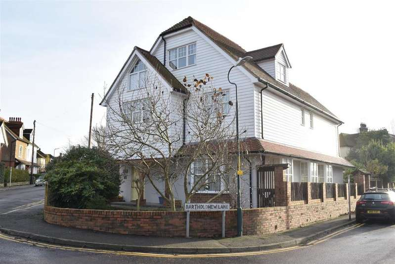 5 Bedrooms Detached House for sale in Brockhill Road, Hythe