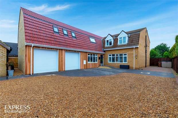 6 Bedrooms Detached House for sale in Walnut Tree Walk, Wimblington, March, Cambridgeshire