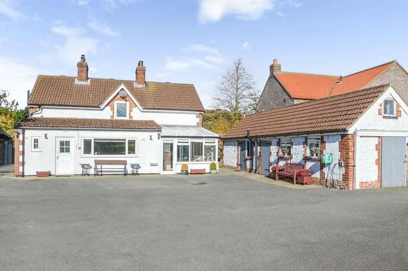 3 Bedrooms Detached House for sale in Helperthorpe, Malton YO17