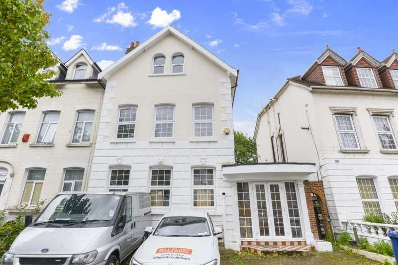 8 Bedrooms Semi Detached House for sale in York Road