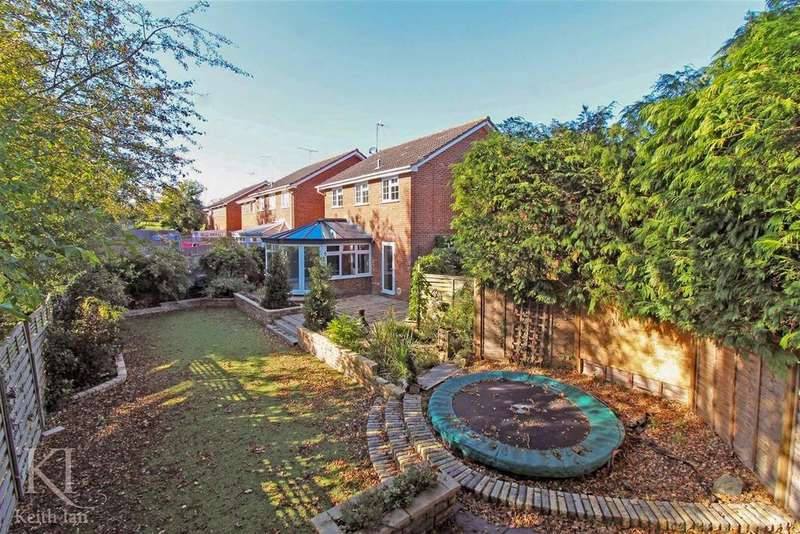 4 Bedrooms Detached House for sale in Meadow Walk, Standon