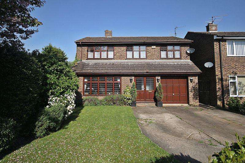 5 Bedrooms Detached House for sale in Ash Close, Flitwick
