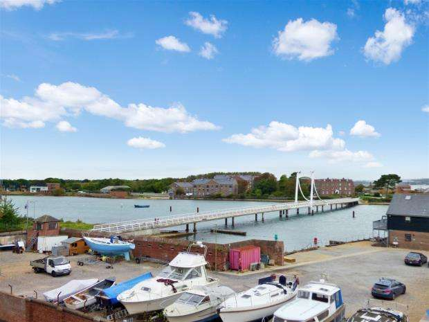 2 Bedrooms Apartment Flat for sale in Weevil Lane, Gosport