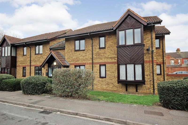 2 Bedrooms Apartment Flat for sale in Redwood Grove, Bedford