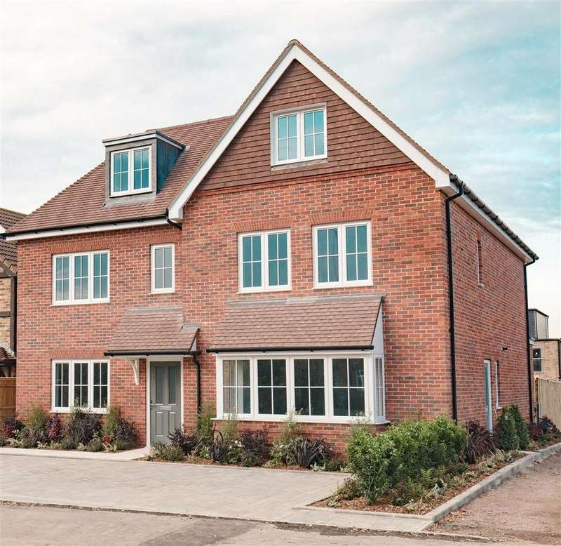 4 Bedrooms Semi Detached House for sale in Nascot Place, Dedworth Road, Windsor