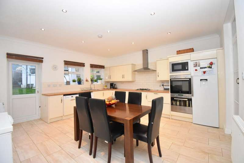 5 Bedrooms Terraced House for sale in Mcleod Road London SE2