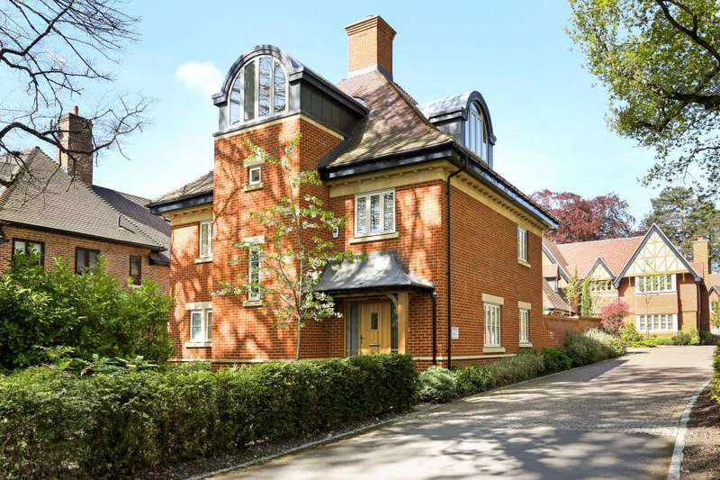 4 Bedrooms Detached House for sale in Furlong Drive, Ascot