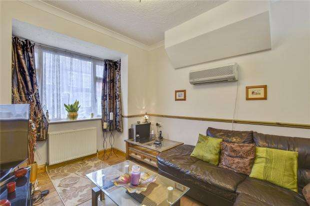 3 Bedrooms End Of Terrace House for sale in Corporation Street, London, E15