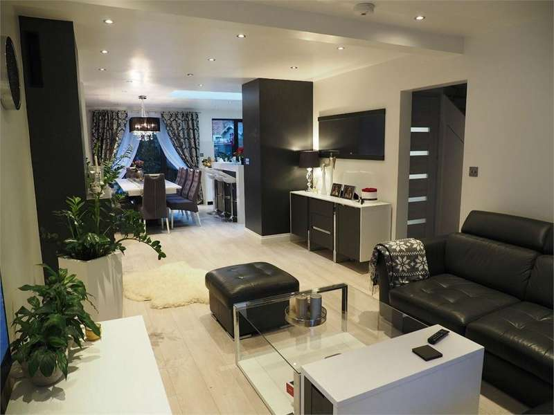4 Bedrooms Terraced House for sale in Cuckoo Avenue, LONDON
