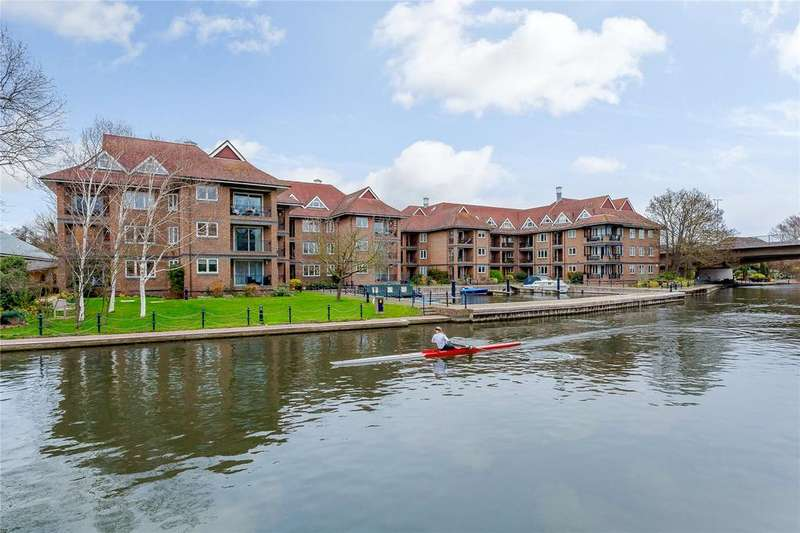 2 Bedrooms Flat for sale in The Eights Marina, Mariners Way, Cambridge