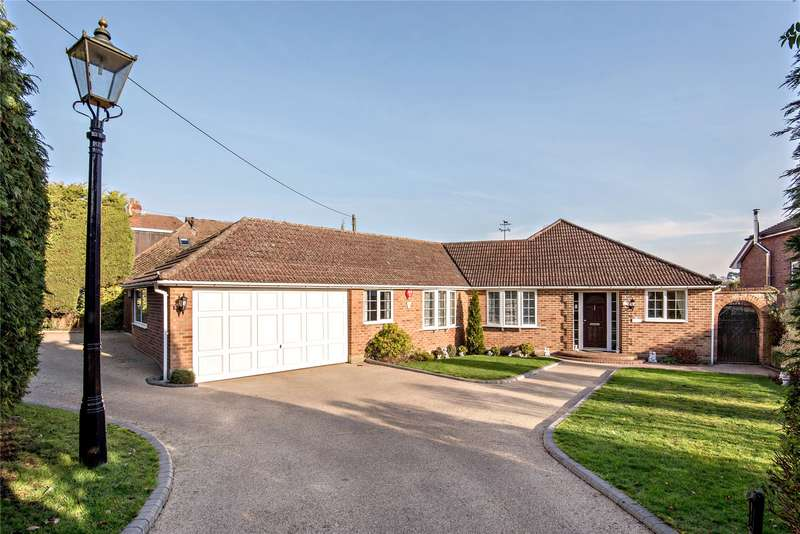 3 Bedrooms Detached Bungalow for sale in Aggisters Lane, Wokingham, Berkshire, RG41