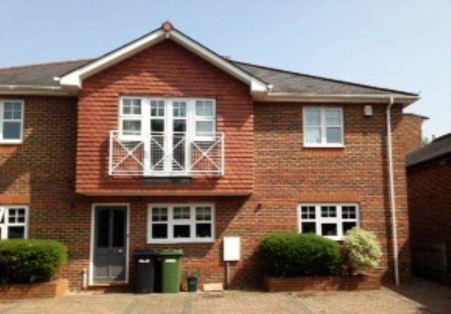 2 Bedrooms Serviced Apartments Flat for rent in *SERVICED ACCOMMODATION**, 795 +VAT Per Week, Emlyn Lane, Leatherhead, Surrey, KT22 7UL