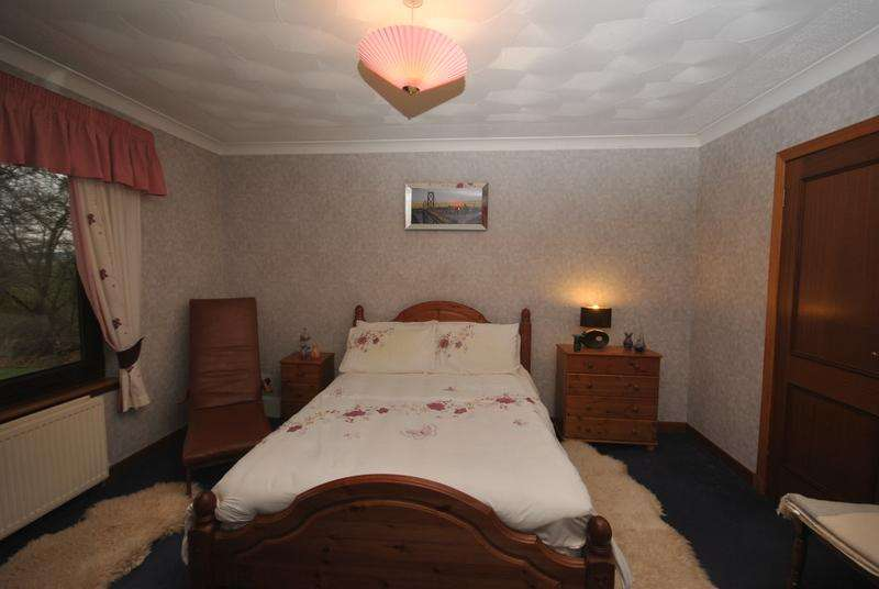 4 Bedrooms Detached Bungalow for sale in Ogscastle Road, Walston ML11