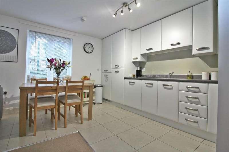 2 Bedrooms Flat for sale in Terlings Avenue, Gilston, Harlow