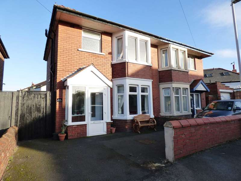 3 Bedrooms Semi Detached House for sale in Wordsworth Avenue, Lytham