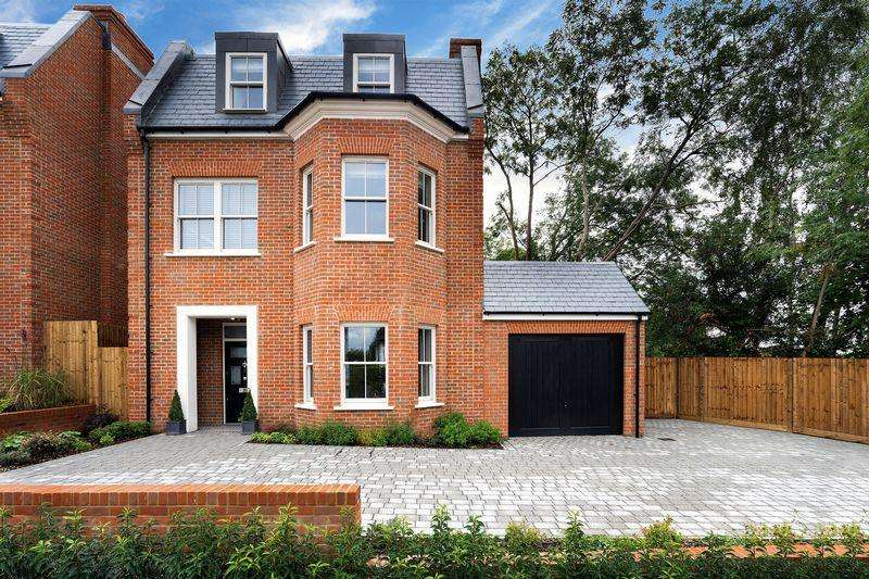 5 Bedrooms Detached House for sale in Purley Downs Road, Sanderstead South Croydon