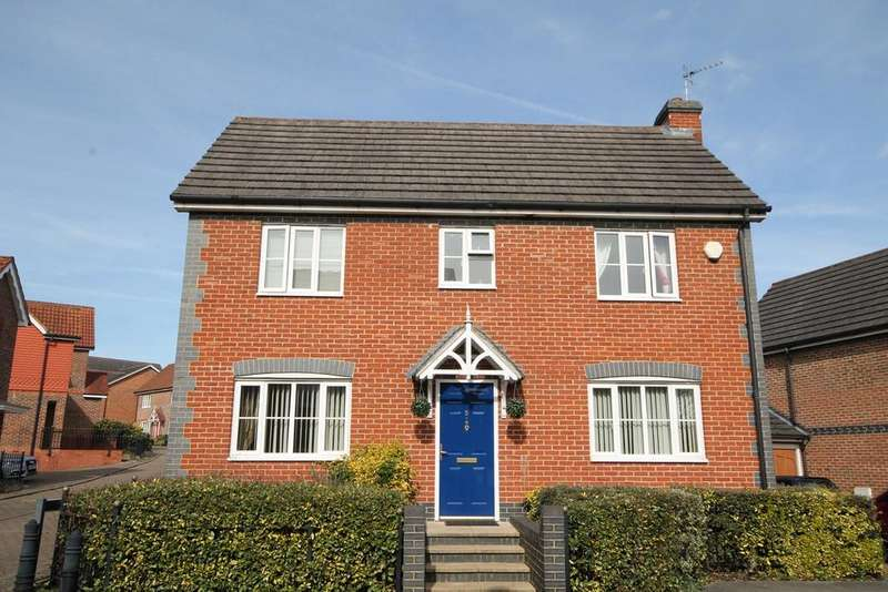 4 Bedrooms Detached House for sale in Leonardslee Crescent, NEWBURY, RG14