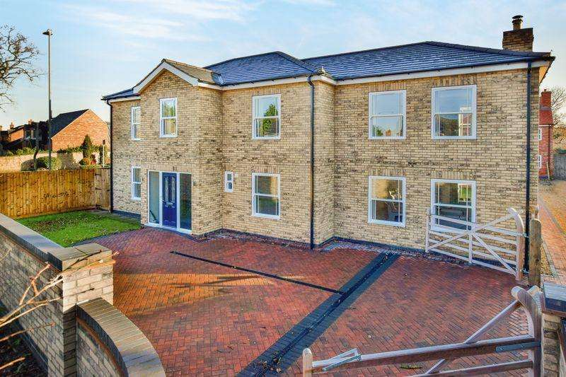 4 Bedrooms Detached House for sale in Newark Road, North Hykeham, Lincoln