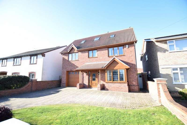 5 Bedrooms Detached House for sale in Old Parsonage Way, Frinton-on-Sea