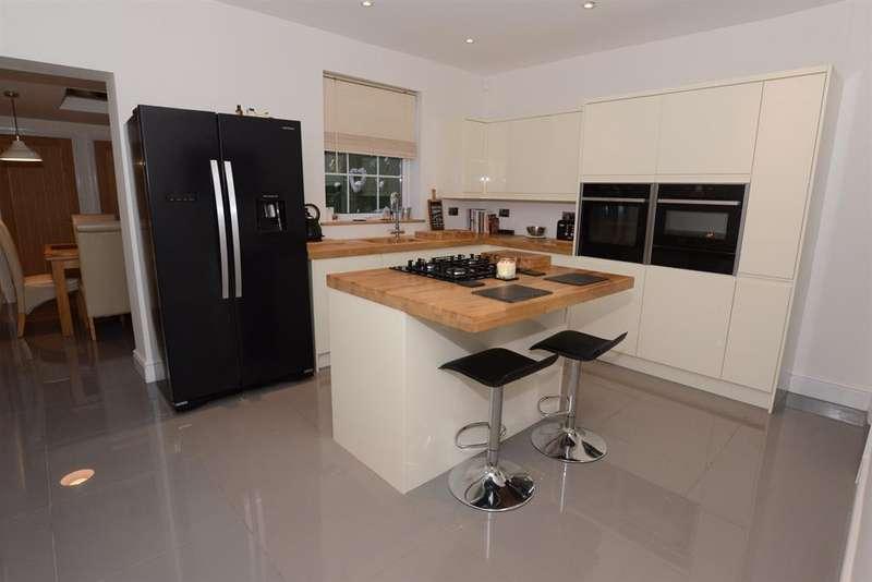 2 Bedrooms Terraced House for sale in Watsons Road, Longwell Green, Bristol, BS30 9DW