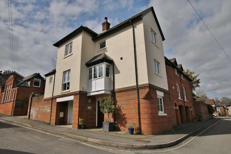 4 Bedrooms Town House for sale in Mews Lane, Winchester