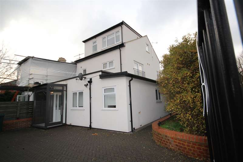 4 Bedrooms Detached House for sale in Long Drive, London