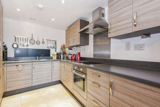 2 Bedrooms Flat for sale in The Serpentine, Aylesbury, HP19