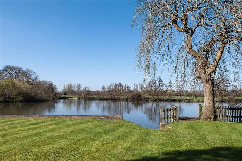 5 Bedrooms Detached House for sale in Stonehouse Lane, Cookham Dean, Berkshire, SL6