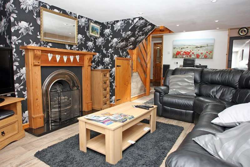 1 Bedroom Cottage House for sale in Nantlle Road, Talysarn, North Wales