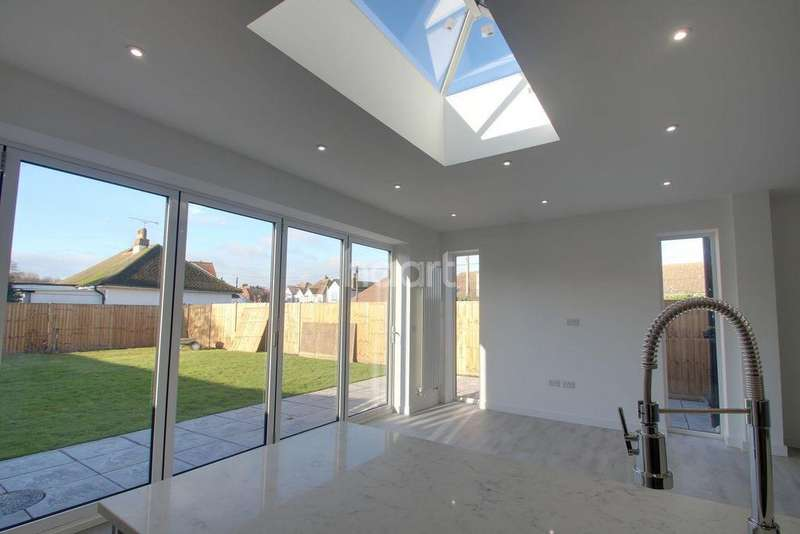 3 Bedrooms Detached House for sale in Cliffe Road, Rochester, ME2