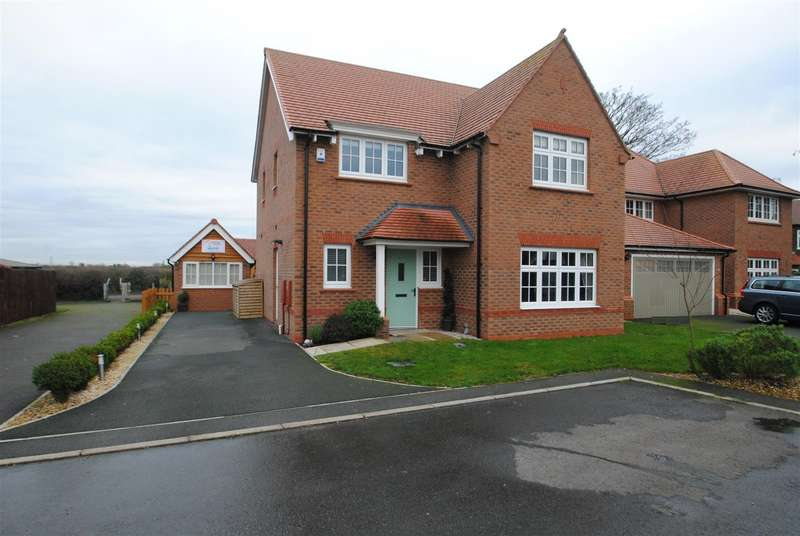 4 Bedrooms Detached House for sale in Bollin Court, Widnes, WA8