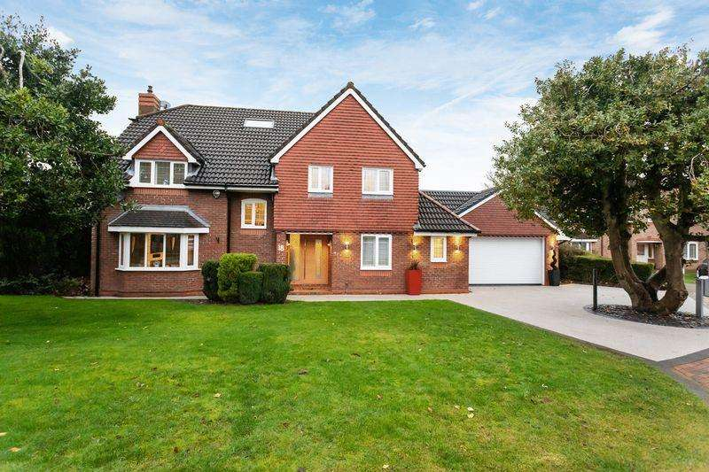 4 Bedrooms Detached House for sale in Whitson Close, High Legh
