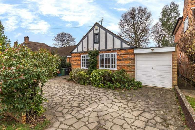 3 Bedrooms Bungalow for sale in Park Rise, Harpenden, Hertfordshire
