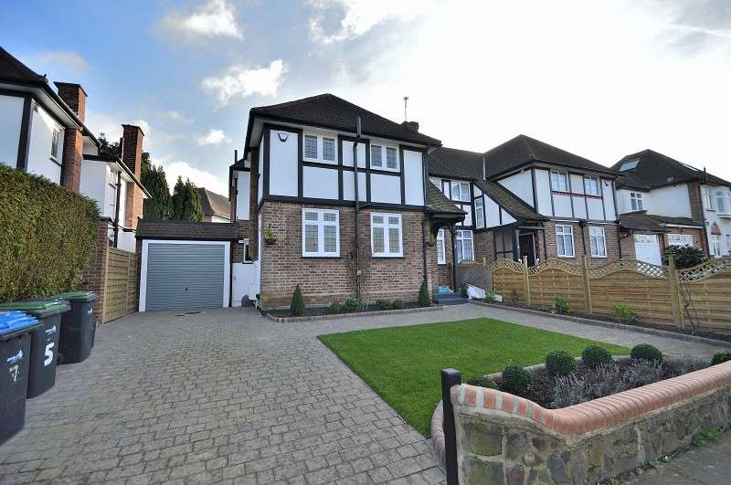 3 Bedrooms Semi Detached House for sale in Greenway , Southgate, London. N14