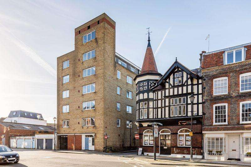3 Bedrooms Penthouse Flat for sale in Broad Street, Portsmouth