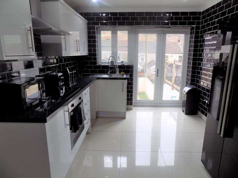 3 Bedrooms Terraced House for sale in Bronllwyn Road, Gelli, Pentre, Rhondda Cynon Taff. CF41 7TD