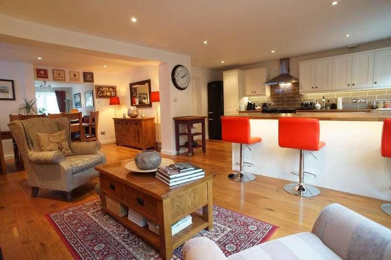 3 Bedrooms House for sale in Diana Gardens, Bradley Stoke, Bristol, BS32 8DL