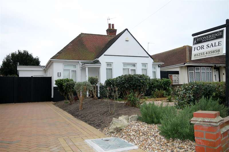 3 Bedrooms Bungalow for sale in Vicarage Gardens, Clacton on Sea