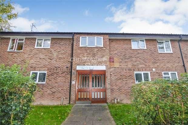 1 Bedroom Flat for sale in Elderbek Close, Cheshunt, Hertfordshire
