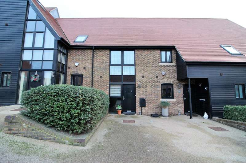 2 Bedrooms Terraced House for sale in Dovecote Barns, Vellacott Close, Purfleet