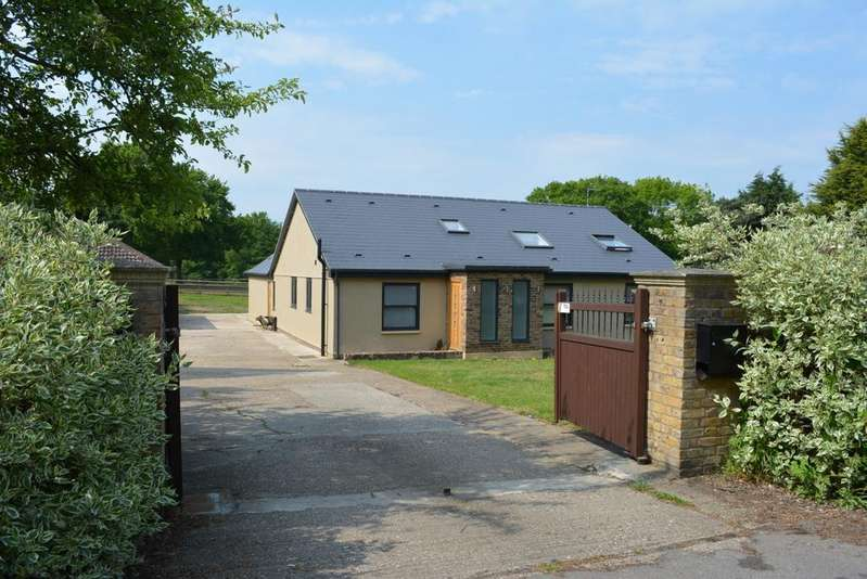 4 Bedrooms Detached Bungalow for sale in Nathans Lane, Writtle, Essex CM1